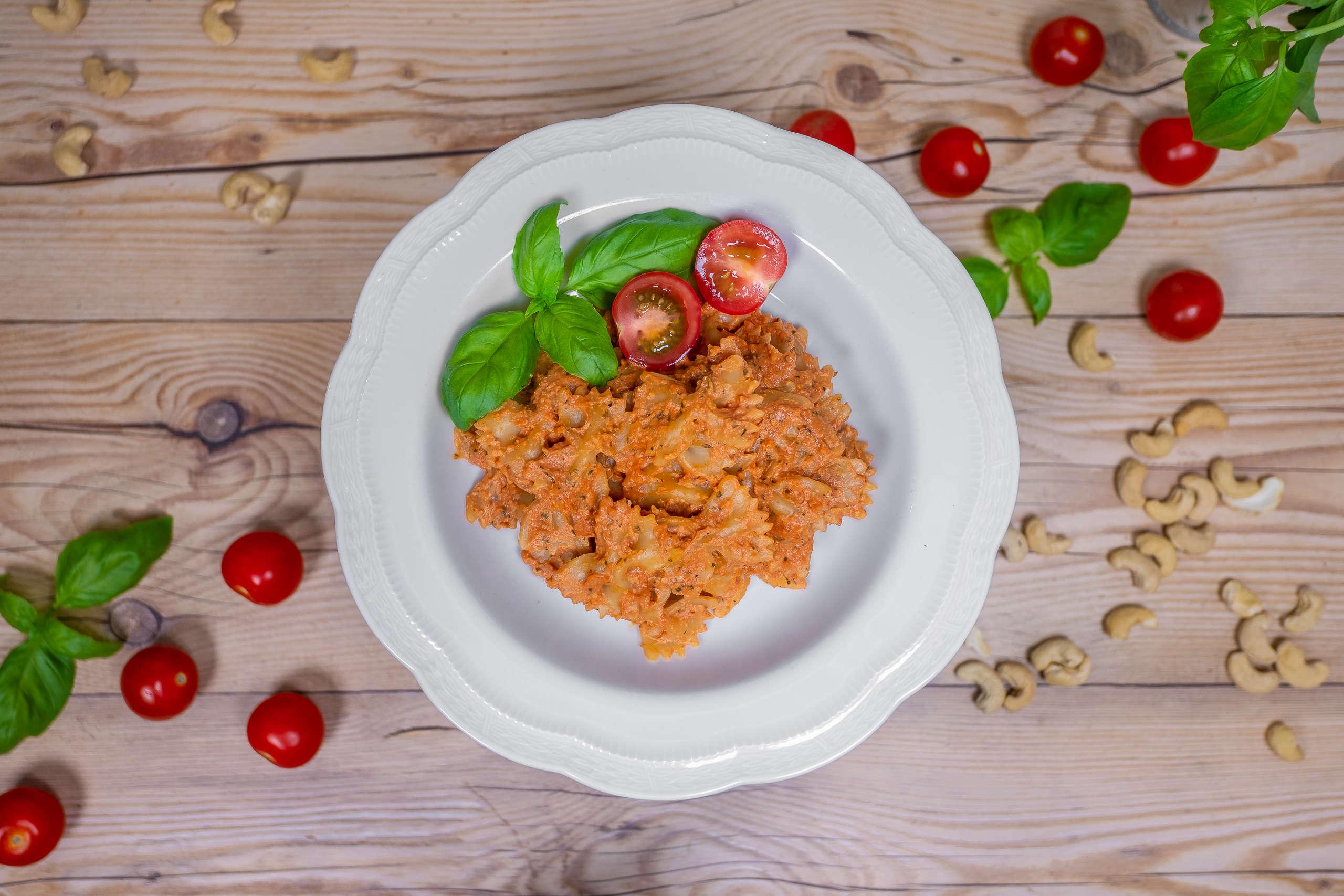 Pasta in tomato sauce vegan fast easy to make