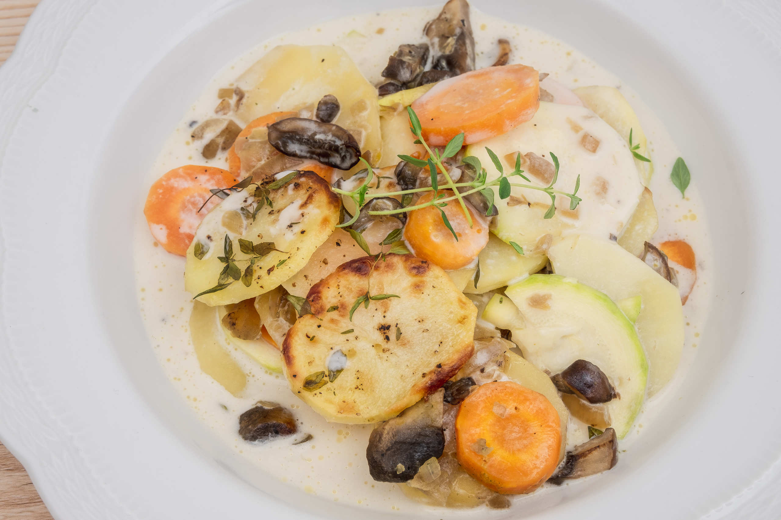 Zucchini gratin with potatoes and thyme