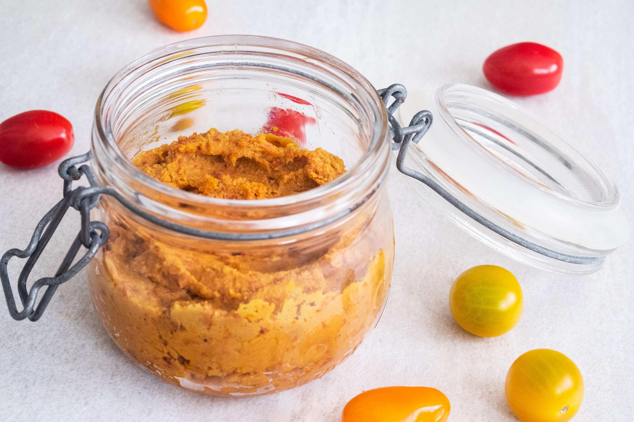 Recept på hummus med smak av basilika eller soltorkade tomater