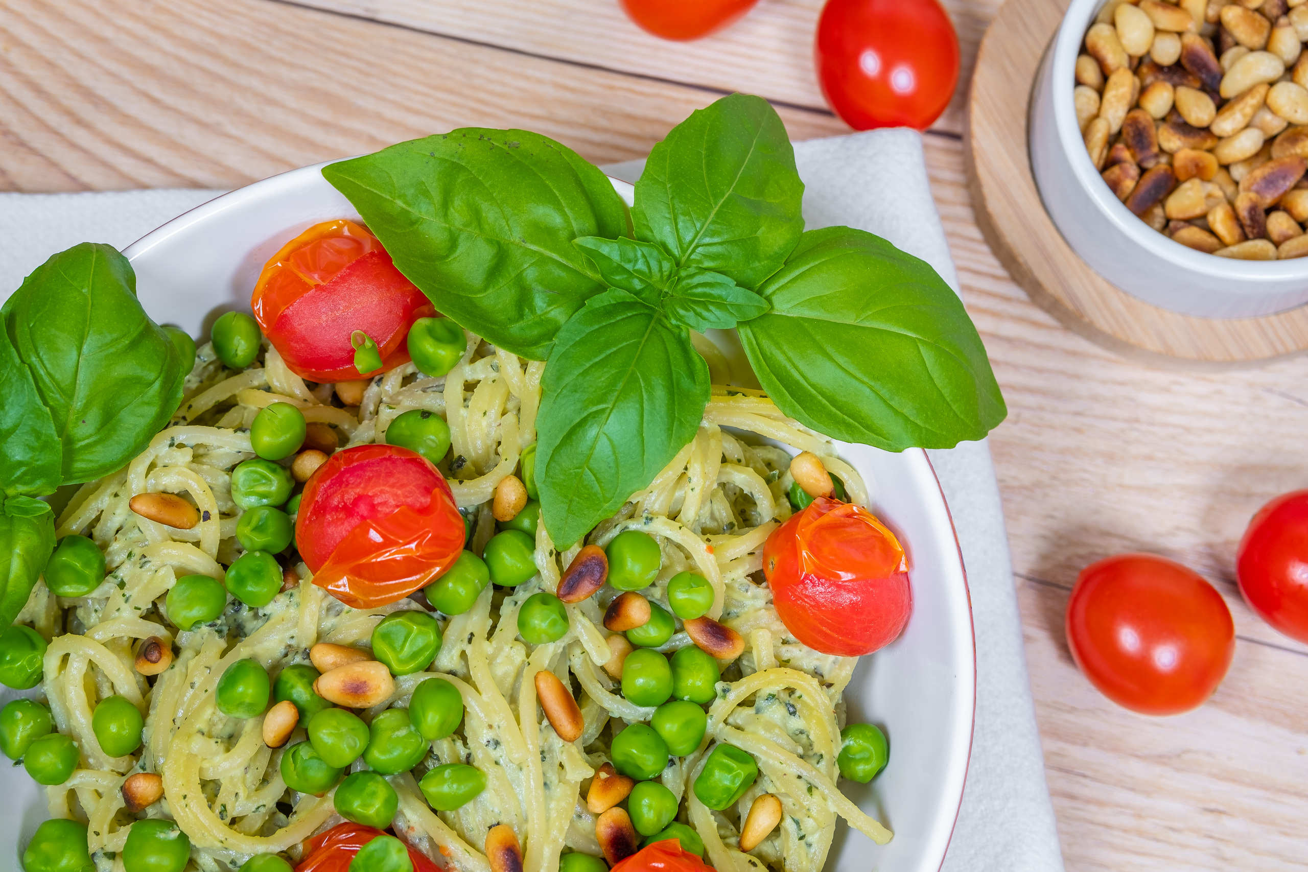 Creamy avocado cashew pasta