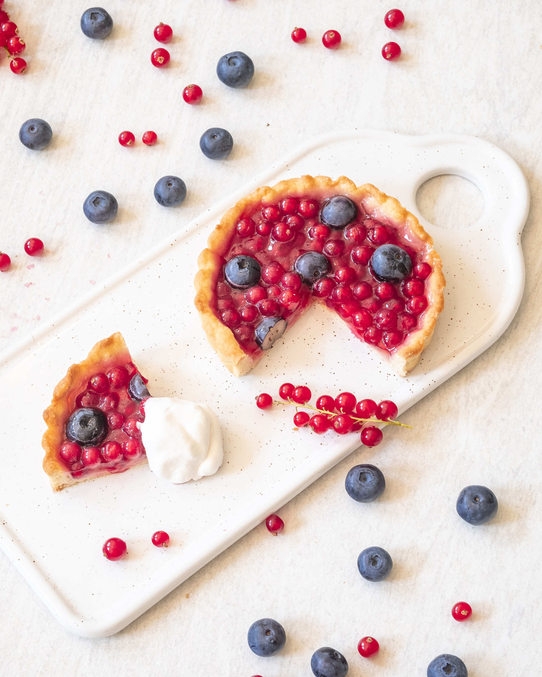 Vegan red currant pie