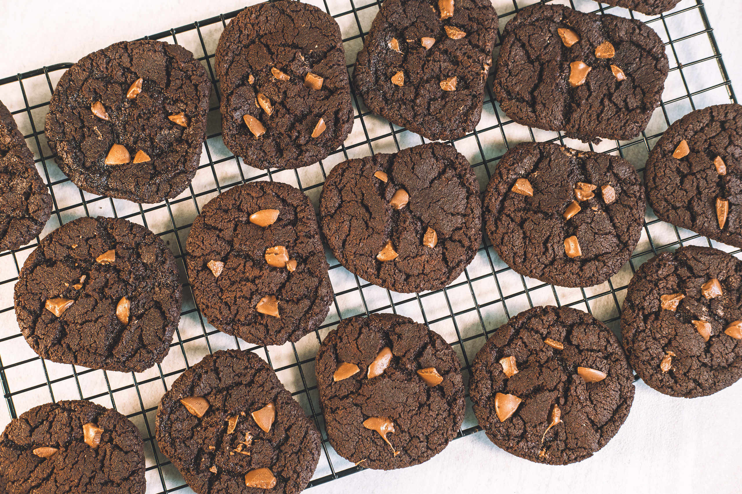Vegan chocolate chip chocolate cookies