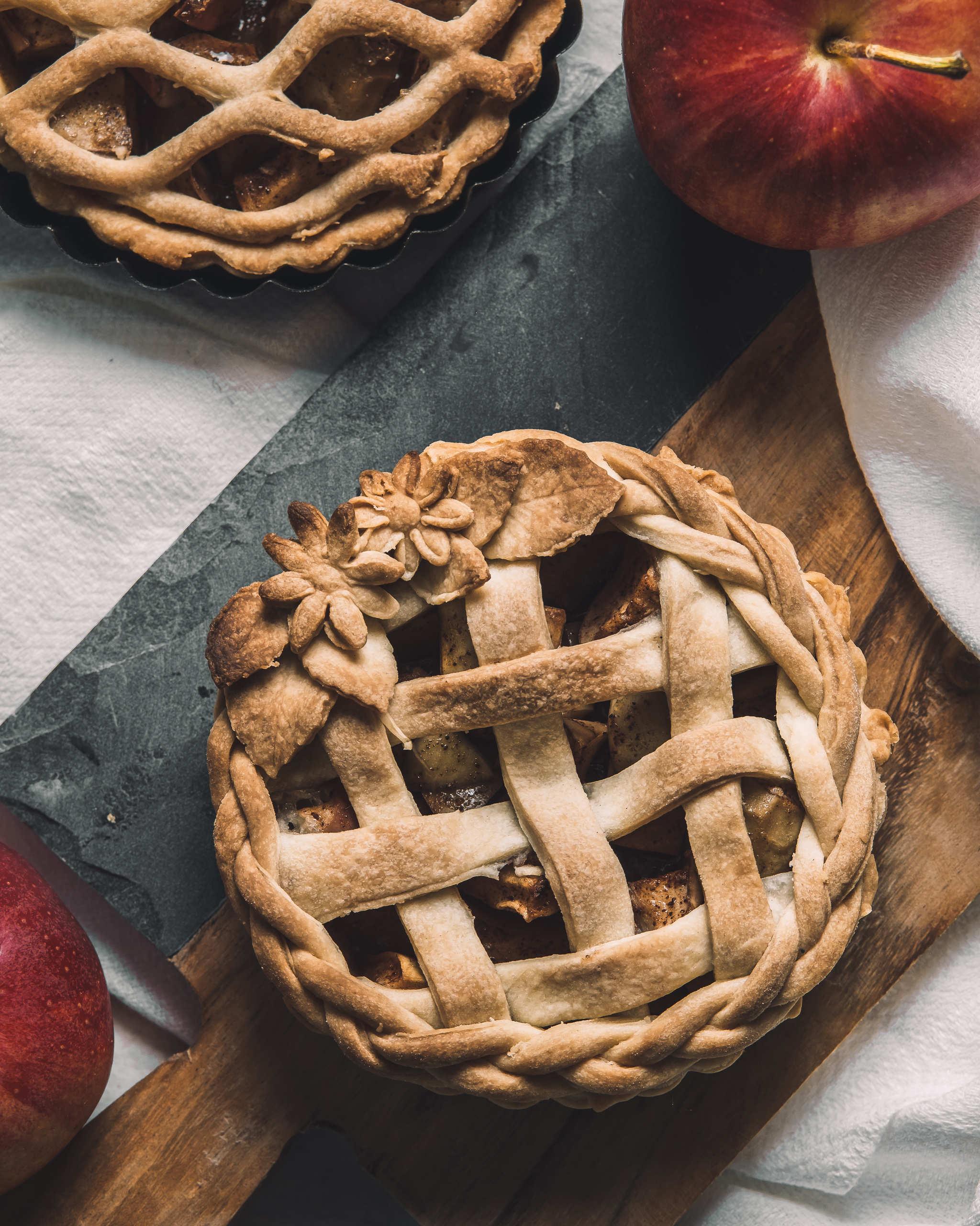 Super simple vegan apple pie