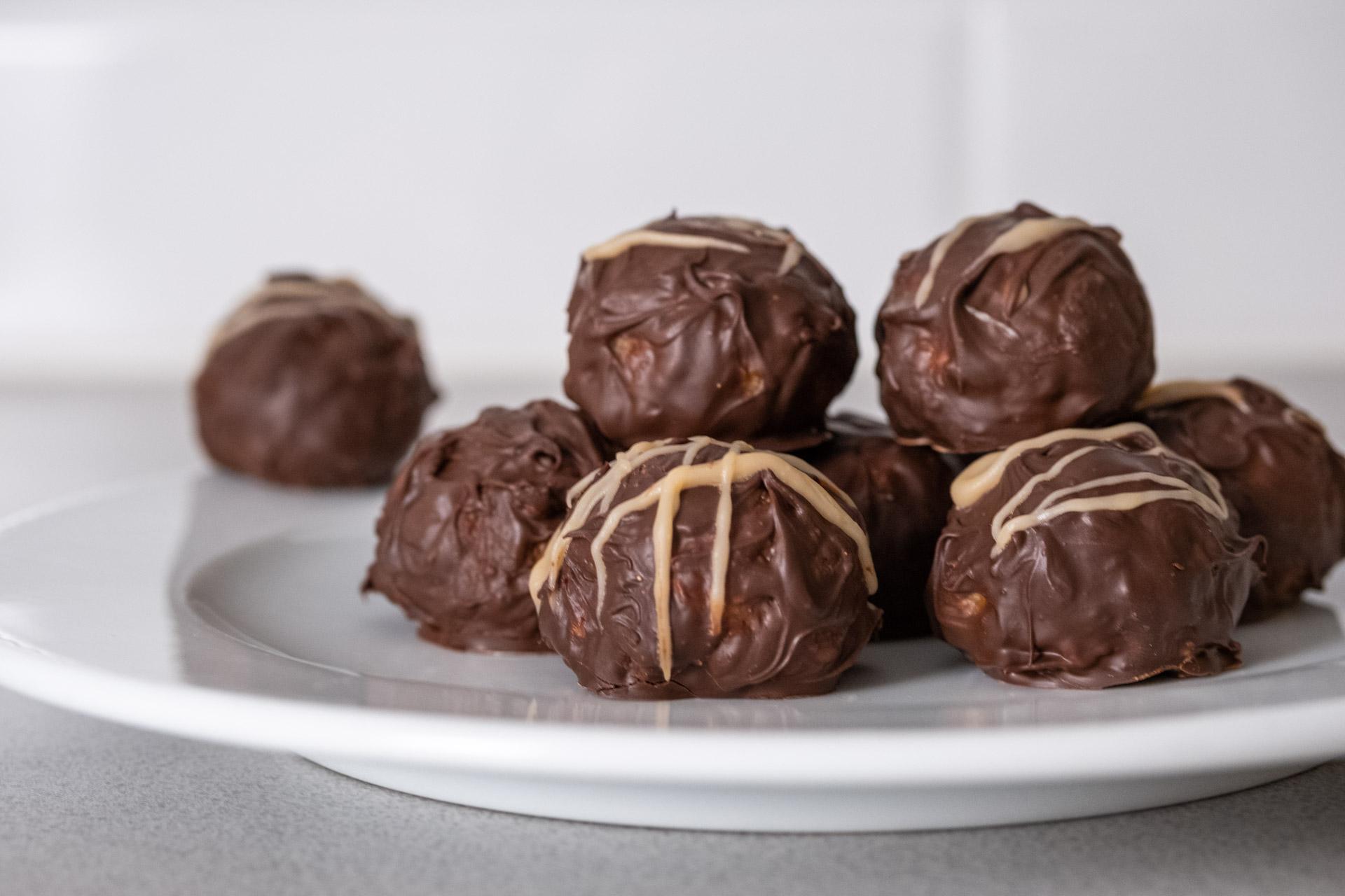 Chokladtäckta snickersbollar snickerskaka snickers godis recept vegansk bakverk