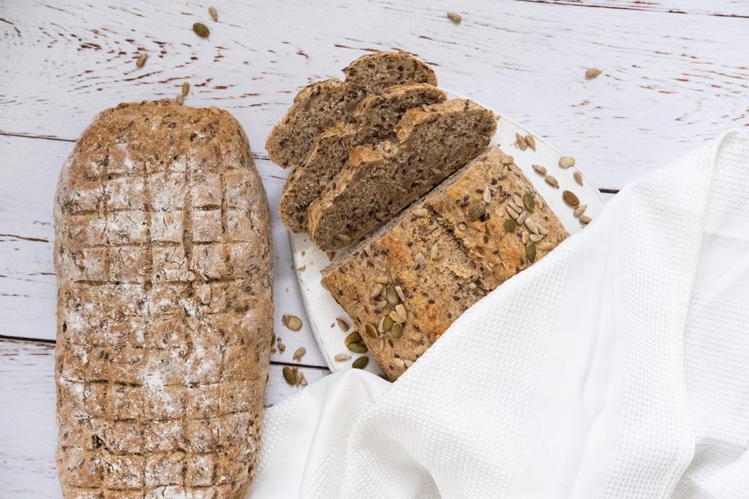 Veganskt saftigt bröd recept vetekli solroskärnor rågmjöl