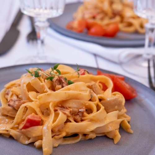 Vegansk pasta krämig vitvinsås